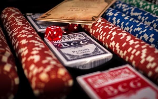 Pelikortit ja kasinosirut